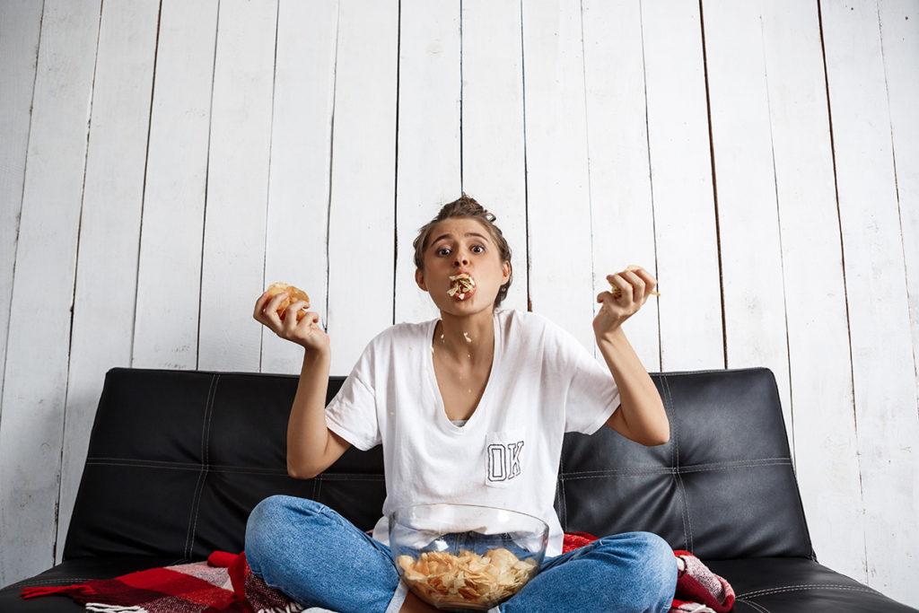Izolarea, mancatul emotional si pericolul aparitiei obezitatii